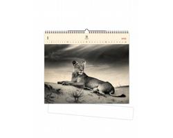 Luxusní dřevěný nástěnný kalendář Lioness 2021