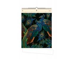 Luxusní dřevěný nástěnný kalendář Peacocks 2020