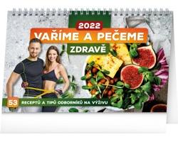Stolní kalendář Vaříme a pečeme zdravě 2022