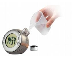 Stolní hodiny MOAN s LCD displejem - matně stříbrná