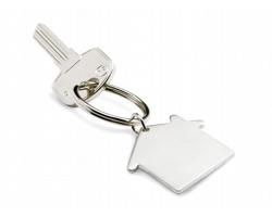 Kovový přívěšek na klíče HOUSE tvaru domečku - matně stříbrná