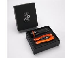 Praktická sada baterky a multifunkčního nástroje JAIL v dárkové krabičce - oranžová