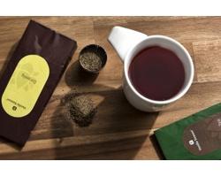 Značková čajová sada porcelánového hrnku a jasmínového čaje Vanilla Season MUMBAI, 400 ml - bílá