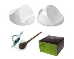 Značkový keramický stojánek na vařečku a pokličku Vanilla Season KAMAKURA - bílá