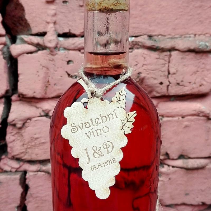 Dřevěná etiketa na víno - ozdobná 7,5x4cm