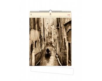 Náhled produktu Luxusní dřevěný nástěnný kalendář Venezia 2021