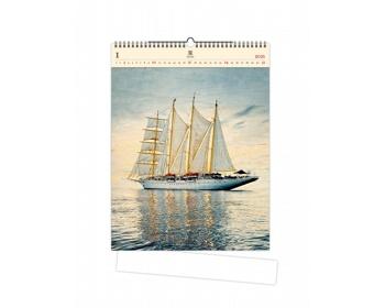Náhled produktu Luxusní dřevěný nástěnný kalendář Sailing 2021