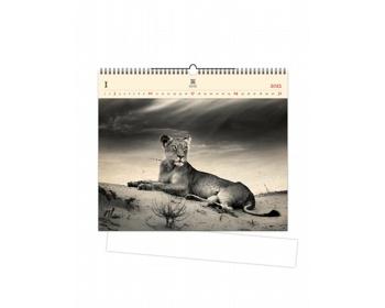 Náhled produktu Luxusní dřevěný nástěnný kalendář Lioness 2021
